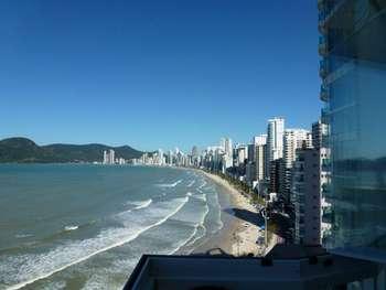 Alto padrão frente mar em Balneário Camboriú.