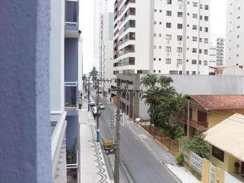 Apto reformado, 1dormitório em Balneário Camboriú