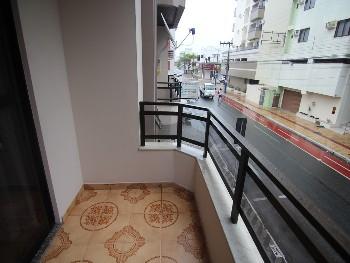 Apto Central com terraço, bem espaçoso!