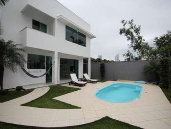 Casa com piscina em Bal. Camboriú