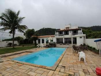 Casa Frente Mar Praia do Estaleirinho B. Camboriú