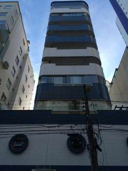 Apartamento diferenciado com piscina em Balneário
