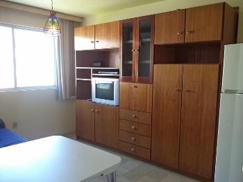01 dormitório Central mobiliado BC