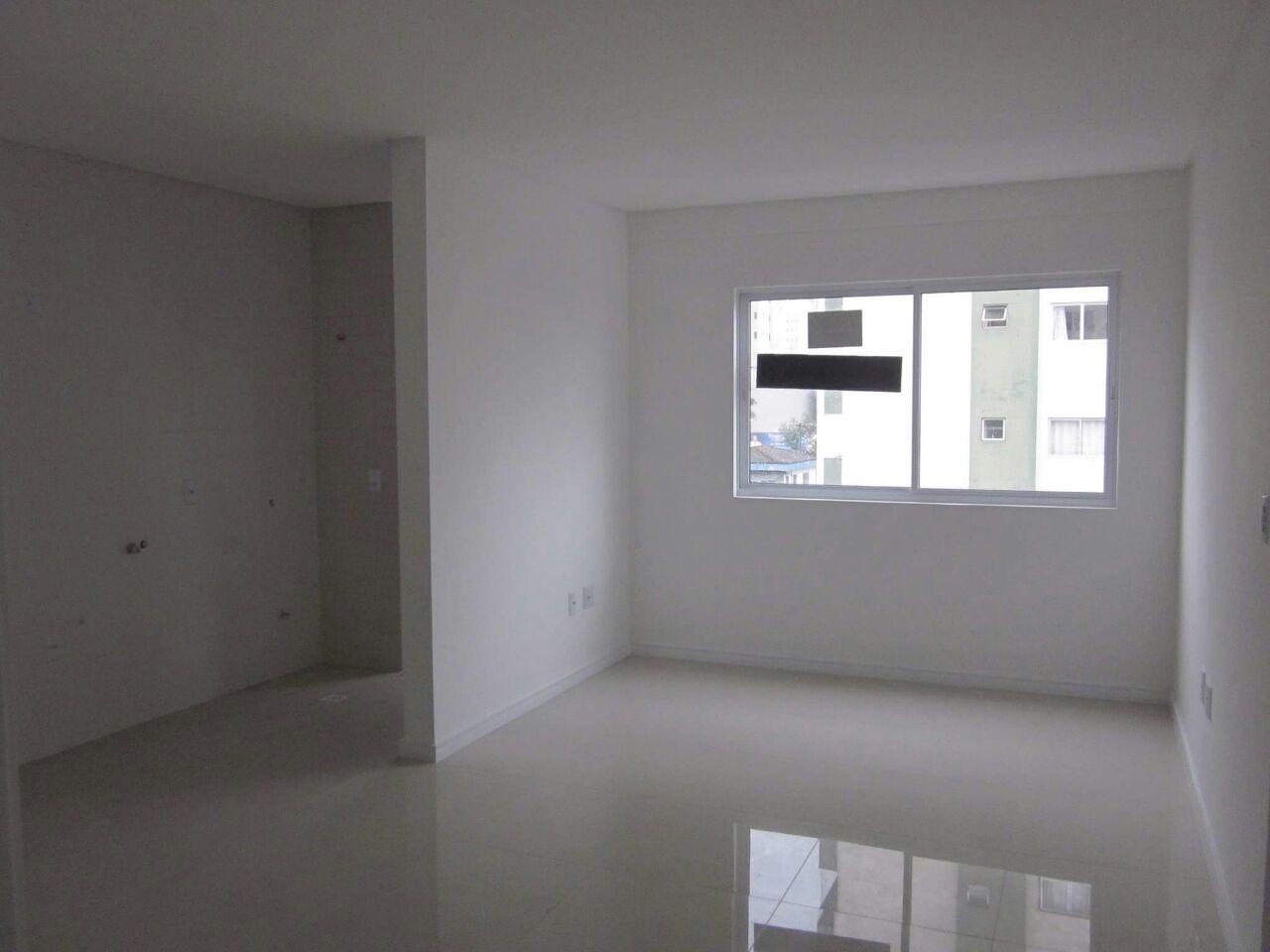 Sala ampla e cozinha