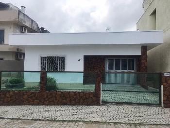 Casa com 3 suítes + dependência em Camboriú - SC