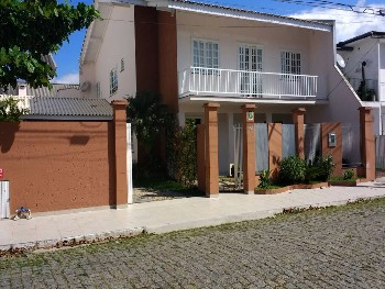 Casa para Locação Anual - 4 SUÍTES + 1 DORMITÓRIO