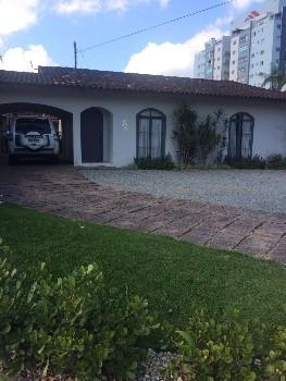Casa com 3 dormitórios + Piscina: Jaraguá do Sul!