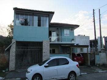 Casa com 3 dormitórios semi-mobiliada a venda!