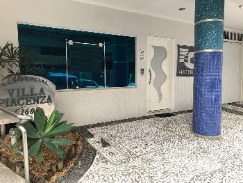 Sala comercial com 1 vaga de garagem privativa.