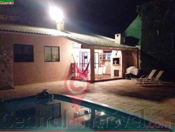 Excelente casa na Praia dos Amores a venda
